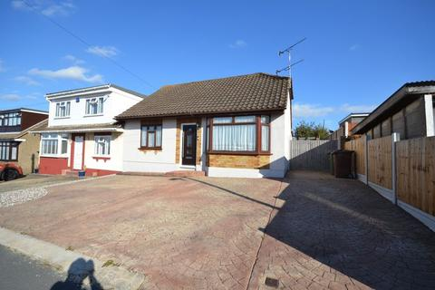 3 bedroom semi-detached bungalow to rent - Ashway, Stanford-Le-Hope
