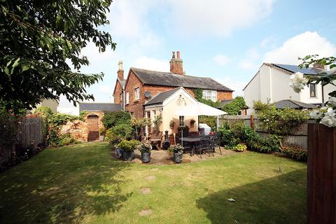 3 bedroom semi-detached house for sale - Clifton Road, Shefford, SG17