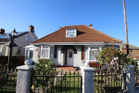2 bedroom detached bungalow for sale - Limbury Road, Luton