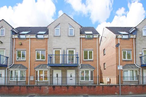 3 bedroom townhouse to rent - Dearden Street, Hulme, Manchester, M15