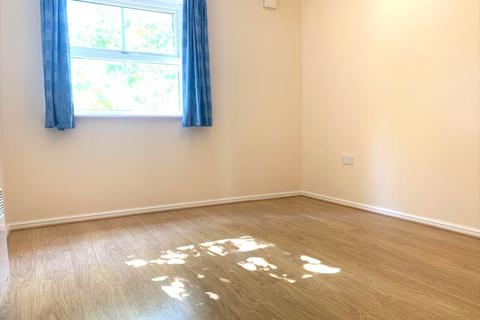2 bedroom flat to rent - Prince Albert Court, Staines Road West, Sunbury-on-Thames