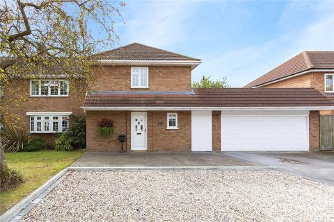 4 bedroom semi-detached house for sale - Cavendish Crescent, Hornchurch, RM12