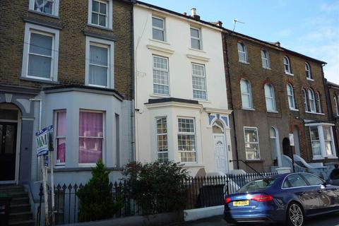 Studio to rent - Darnley Street, Gravesend