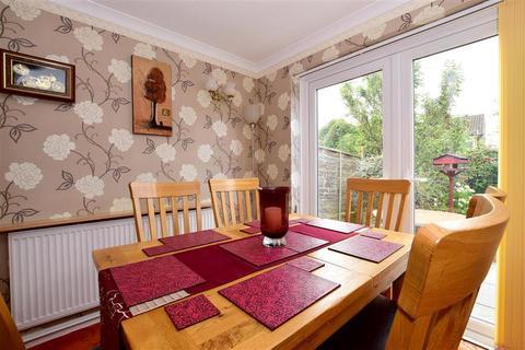 3 bedroom semi-detached house for sale - Priestley Drive, Tonbridge, Kent