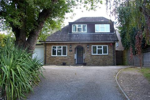 3 bedroom detached house to rent - Windsor Road, CHOBHAM GU24