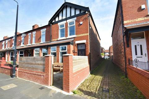 3 bedroom end of terrace house for sale - Linley Road, Sale