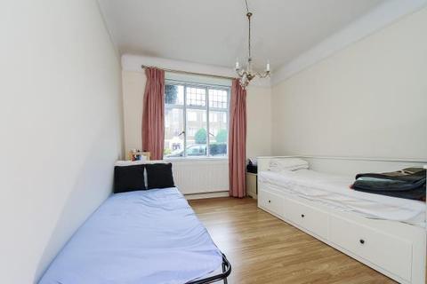 2 bedroom apartment to rent - Hamilton Court,  Ealing,  W5