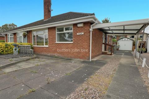 2 bedroom bungalow for sale - Grassmere Avenue, Crewe