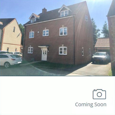 5 bedroom detached house for sale - Bagshot, Surrey, GU19