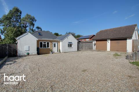 3 bedroom detached bungalow for sale - Lower Vicarage Road, Ashford