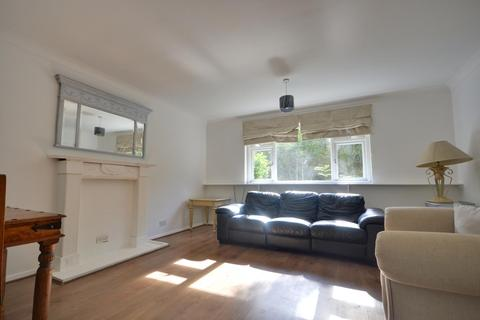2 bedroom flat to rent - The Greenway, Ickenham, Middlesex, UB10 8LT