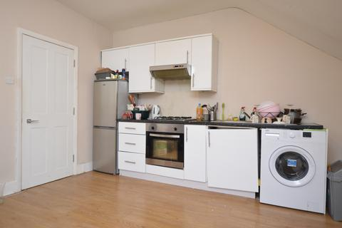 2 bedroom flat to rent - Gipsy Hill Upper Norwood SE19