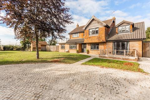5 bedroom detached house for sale - Church Green, Roxwell, Chelmsford, Essex, CM1