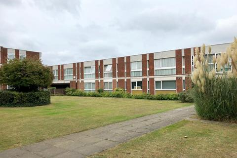 2 bedroom flat to rent - Brantwood Gardens, West Byfleet, Surrey