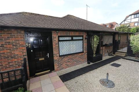 3 bedroom detached bungalow for sale - Falmer Gardens, Brighton, East Sussex