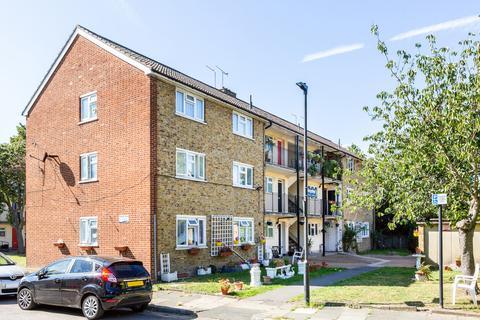 2 bedroom flat for sale - Rathmell Drive, London