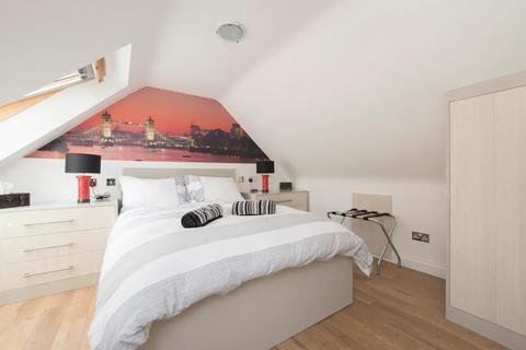 Flat to rent - Eagling Close, London, E3