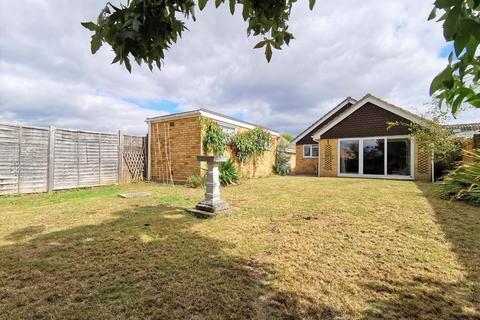 2 bedroom detached bungalow for sale - Halstow Close, Maidstone