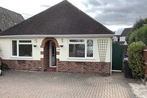 3 bedroom detached house to rent - Oak Tree Road, Knaphill