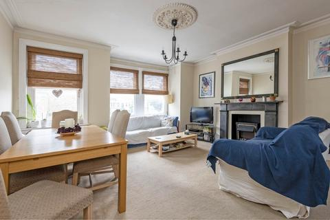 3 bedroom flat for sale - Mysore Road, London, SW11