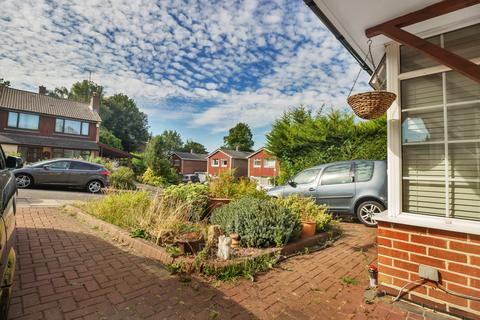 1 bedroom house share to rent - Room 5 - Parkland Drive - Near Stockwood Park - LU1 3SU
