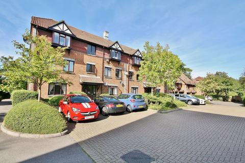 2 bedroom ground floor flat for sale - Woking, Surrey