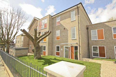 2 bedroom apartment for sale - Flat 15 Rennets Wood Road,Ground Floor Eltham SE9