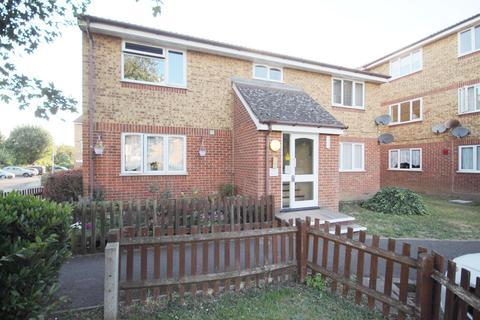 1 bedroom flat for sale - Leston Close, Rainham, RM13
