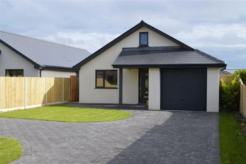3 bedroom detached bungalow for sale - Highfield Road, Wimborne, Dorset