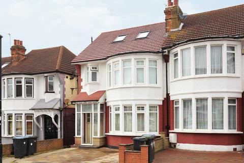 6 bedroom end of terrace house for sale - Grenoble Gardens, Palmers Green, N13
