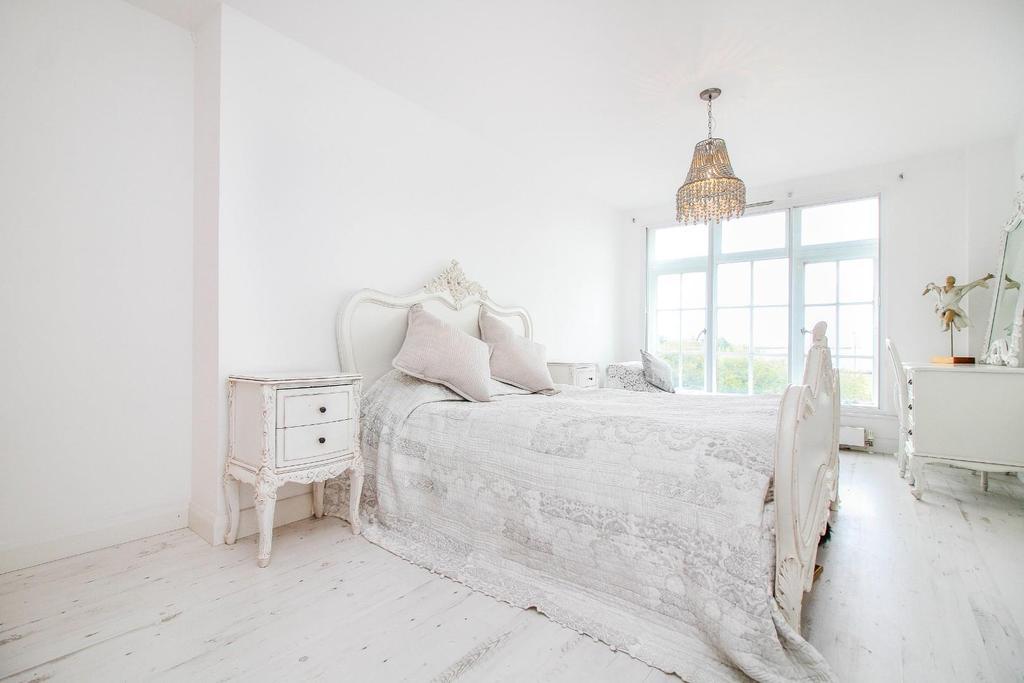 ,bedroom 2.jpg