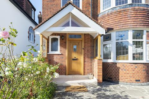 5 bedroom property to rent - Blenheim Road, SW20