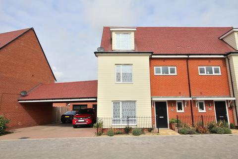4 bedroom semi-detached house for sale - Fairway Drive, Chelmsford, Essex, CM3