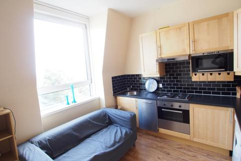2 bedroom flat to rent - Spital, Top Left, AB24