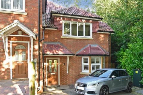 3 bedroom semi-detached house for sale - Off Waddington Avenue, Old Coulsdon, Surrey