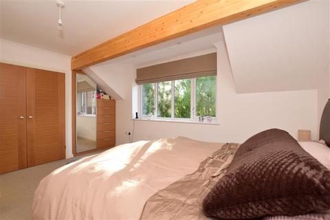 3 bedroom semi-detached house for sale - Off Waddington Avenue, Old Coulsdon, Surrey