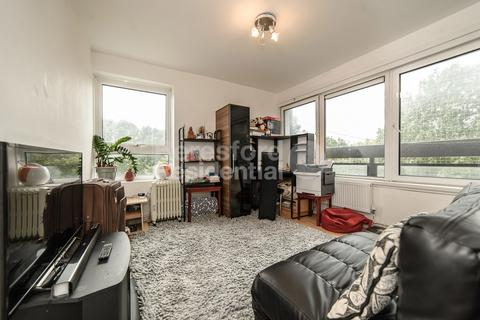 2 bedroom flat for sale - Amesbury Tower, Wandsworth Road, Wandsworth, SW8