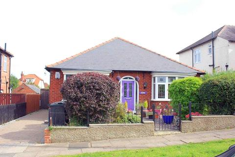 2 bedroom detached bungalow for sale - Hartford Road, Darlington