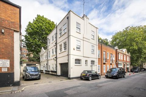 3 bedroom apartment to rent - Woods Mews, London, W1K