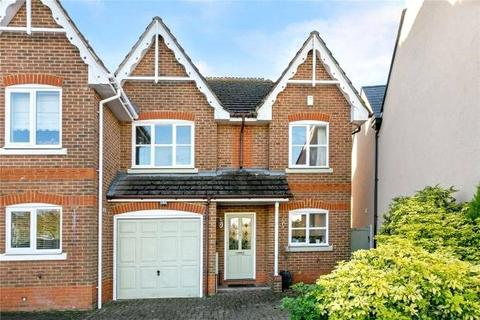 4 bedroom semi-detached house to rent - Horseshoe Crescent, Beaconsfield, Buckinghamshire, HP9