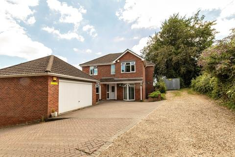 5 bedroom detached house for sale - Spacious Detached House - West Parley