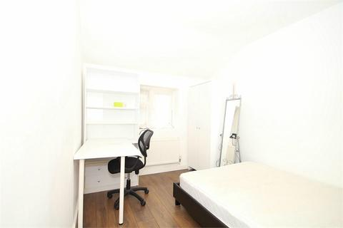 5 bedroom house share to rent - Hawthorn Drive, Denham, Buckinghamshire