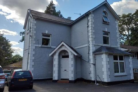 Studio to rent - London Road, Camberley