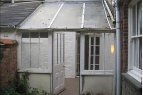 Studio to rent - Truro