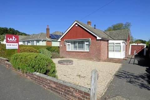2 bedroom detached bungalow for sale - Lytham Road, Broadstone