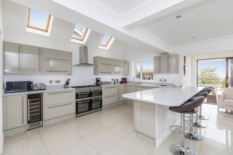 6 bedroom chalet for sale - Fairview Road, Lancing BN15 0PA