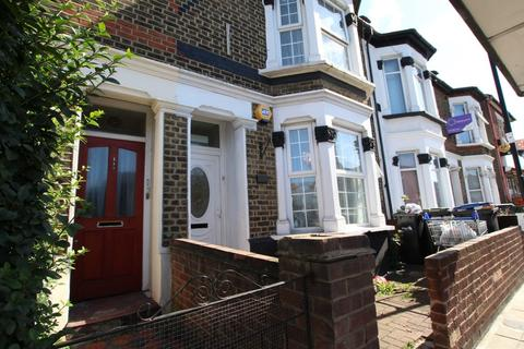 2 bedroom flat to rent - High Street, Enfield