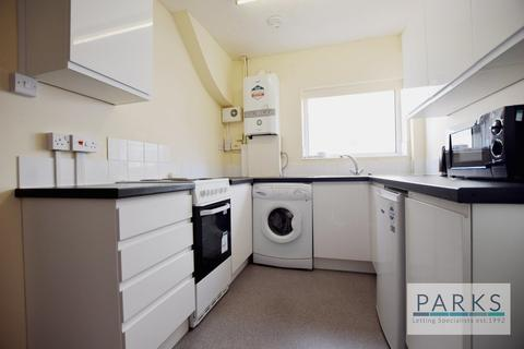 5 bedroom house share to rent - Lower Bevendean Avenue, Brighton, BN2