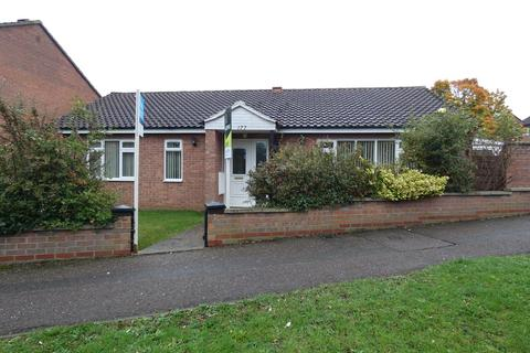 3 bedroom detached bungalow to rent - Hillgrounds Road, Kempston