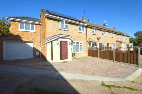 4 bedroom end of terrace house for sale - Braintree Close, Lewsey Farm, Luton, Bedfordshire, LU4 0QX